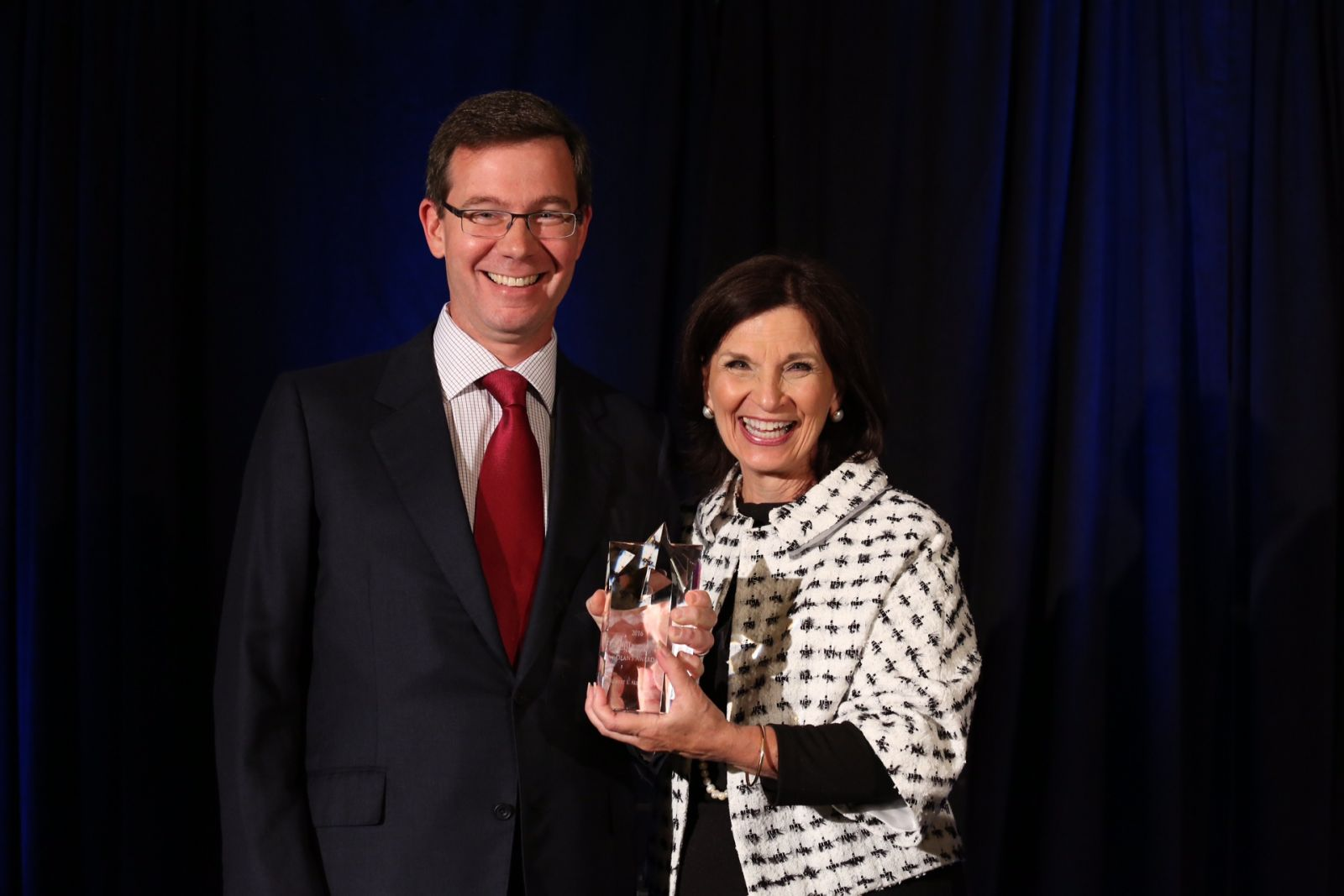 Dean Angela Evans presents the Dean's Award to Robert Allbritton, owner and founder of Politico